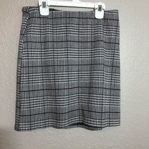 Casual checkered skirt - size small